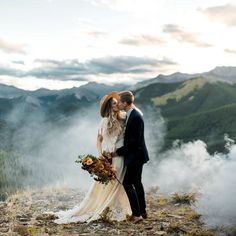 Boho elopement in the Canadian Rocky Mountains. Photographed by Janelle Dudzic Photography #rockymountainwedding #elopementwedding #elopementphotographer #elopement #elopementinspiration #bohobride