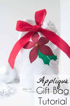 Poinsettia appliquéd gift bag tutorial - sew reusable gift bags and use up your scraps! Sewing tutorial by Melly Sews Cute Christmas Ideas, Christmas Bags, Diy Christmas Gifts, Xmas, Christmas Christmas, Holiday Ideas, Christmas Ornaments, Popsicle Stick Christmas Crafts, Christmas Crafts For Toddlers