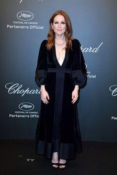 Julianne Moore wears Alexander McQueen black dress at Chopard dinner during the 2017 Cannes Film Festival, May 2017. #cannes #festivaldecannes #cannes2017 #cannesfilmfestival #redcarpet #celebrity #fabfashionfix #chopard #juliannemoore