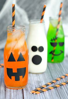 Halloween doesn't need to be all scary and gross. How about this cute and adorable Halloween drinks. The perfect little Halloween drink for Halloween parties or just a Halloween afternoon tea… Halloween Chic, Halloween Drinks Kids, Halloween Party Drinks, Halloween Bebes, Hallowen Party, Hallowen Food, Halloween Tags, Halloween Birthday, Holidays Halloween