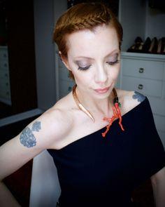 Julia Petit trança coroa em cabelo curto