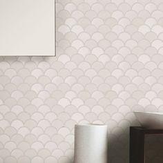 EliteTile Esamo x Glass Mosaic Tile in White Kitchen Tiles, Kitchen Flooring, Kitchen Redo, Kitchen Design, Fish Scale Tile, Glass Installation, Glass Mosaic Tiles, White Mosaic Bathroom, Shower Floor
