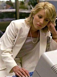 Linda Kozlowski Linda Kozlowski, Female Celebrities, Celebs, Crocodile Dundee, Beautiful Haircuts, Movie Couples, 80s Fashion, Dandy, Classic Hollywood
