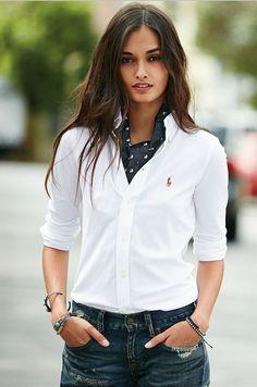 Une icône réinventée : découvrez la chemise Oxford classique pour femmes, signée Polo Ralph Lauren, modernisée pour la saison.