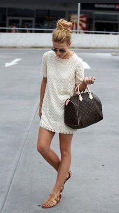 Vestido curto com rasteirinha