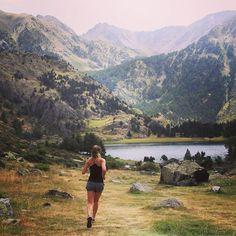 Mes Pyrénées  Retour de 4 jours au vert Ressourcée et reposée  Prête à ré-attaquer les choses sérieuses : crossfit ce soir  #mademoisellerun #running #instarunners #trail #pyrenees #lifestyle #nature #wild #nevernotrunning #voltwomen #mountains #fitspo by mademoisellerun #running #ownyourmarks #run