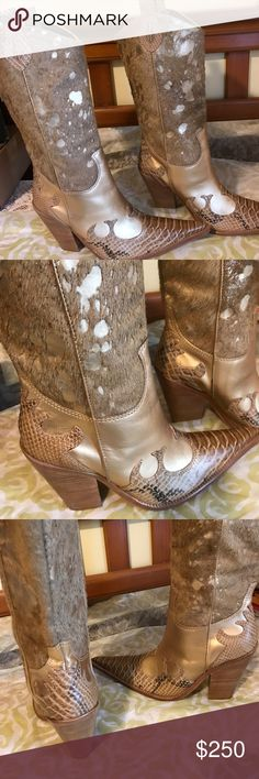 Raio leather boots gold and snake skin These are the most beautiful gold boots you will love them, purchase and never got to wear them. Looking for a great home someone that will wear them and take care of them size 10 . Brand new para raio Shoes Heeled Boots