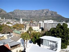 66 In The City - Perfectly positioned to soak in all that Cape Town has to offer. The apartment has uninterrupted views of Table Mountain and Lions Head. Easy access to vibrant restaurants, the beautiful Company Gardens ... #weekendgetaways #capetown #capetowncentral #southafrica