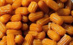 Υλικά Νερό 3 φλυτζάνια του τσαγιού Βούτυρο 1 1/2 φλυτζάνι του τσαγιού φρέσκο Αλεύρι για όλες τις χρήσεις ΓΙΩΤΗΣ 4 1/2 φλυτζάνια του τσαγιού Σόδα μαγειρικής 1 κουταλάκι του γλυκού Αυγά 9 Αλάτι 1 πρέζα Καλαμποκέλαιο αρκετό για τηγάνισμα Για το σιρόπι Ζάχαρη 2 1/2 φλυτζάνια του τσαγιού Νερό 1 1/2 φλυτζάνι του τσαγιού Φλούδες …
