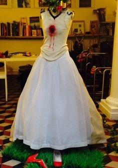 """MODENA. Saranno i costumi creati da Roberta e Francesca Vecchi, celebri """"costume designer"""" modenesi, a dare forma e spazio ideali alla mostra """"Memoria del possibile. Irraggiamenti da un costume di..."""