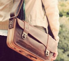 Nisnas Industries Bags And Accessories / Highest quality leather and wood bags and accessories with commuters in mind. We're a community workshop that doubles as an education center. http://thegadgetflow.com/portfolio/nisnas-industries-bags-and-accesories/