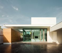 ^ - Modern, Garagentore and Haus on Pinterest