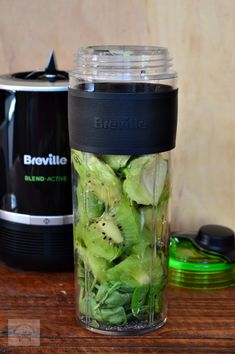 Smoothie detoxifiant cu kiwi, avocado si spanac - CAIETUL CU RETETE Vegetable Smoothies, Vegetable Recipes, Green Smoothie Recipes, Healthy Smoothies, Jelly Recipes, Dessert Recipes, Healthy Blender Recipes, Nutribullet, Canning Recipes