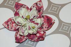 tuto says that you only need 5 minutes Felt Flowers, Diy Flowers, Fabric Flowers, Diy Pinwheel, Pinwheel Quilt, Silk Ribbon Embroidery, Fabric Ribbon, Felt Flower Template, Diy Fleur