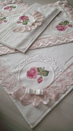This Pin was discovered by Ley Decorative Towels, Hobbies And Crafts, Hand Embroidery, Shabby Chic, Cross Stitch, Tableware, Creative, Handmade, Home Decor