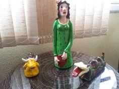 Folguedo do boi de mamão: maricota, bernunça e boi feitos de argila (cerâmica) e depois pintados.