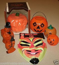 Here's an assortment of vintage Halloween items up for bids without reserve! Included are three small plastic Jack o Lanterns, two candy containers (a witch and snowman), a costume mask (devil), a ref