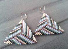 Multicolor Beadwork Peyote Triangle Earrings Beaded by ByElir Pearl Stud Earrings, Sterling Silver Earrings Studs, Beaded Earrings, Triangle Earrings, Bead Jewellery, Beaded Jewelry, Loom Beading, Bead Weaving, Bracelets