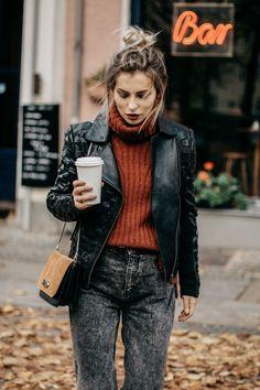 Fashion Blog from Germany. Brick red+grey denim+black leather jacket+beige and balack shoulder bag. Fall Outfit 2016