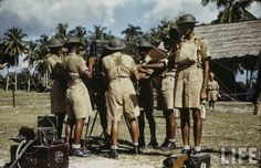 In American photographer Carl Mydans visited Singapore and captured a lot of photos of military. Here's a selection of colour photos of Singapore military in British Soldier, British Army, Malayan Emergency, Visit Singapore, War Photography, Life Photo, World Cultures, World War Two, Old Pictures