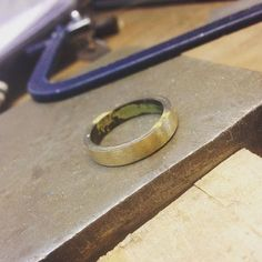 Ouro Bruto! Alianças coming soon... . Rough Gold! Wedding bands coming soon!! #gold #alianças #JoiasEspeciais #handmade #JuliaToledoJewellery