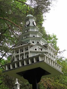 Fancy birdhouse at Kentuck Knob Bird Houses Diy, Fairy Houses, Birdhouse In Your Soul, Bird House Feeder, Bird Feeders, Purple Martin House, Hobby House, Kinds Of Birds, Bird Tree