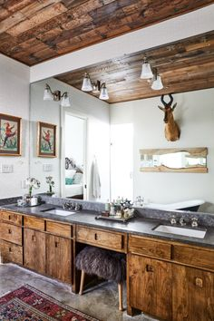 Exposed beams and a matching custom vanity giving us serious rustic vibes.