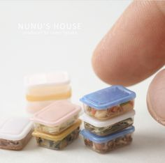 2017 April, Accesorios, By Nunu's House for the lovely, creative, cute miniature Lock Lock Lunch box. Miniature Crafts, Miniature Houses, Miniature Food, Miniature Dolls, Mini Choses, Accessoires Barbie, Mini Doll House, Mini Craft, Doll Food