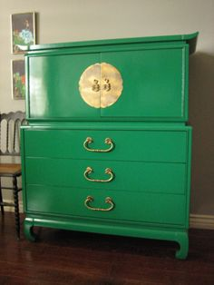 European Paint Finishes: Hollywood Regency mid-century modern emerald green high gloss lacquered dresser with oversized brass Asian hardware. ♥♥♥