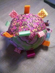 Pour jouer, spécial bébé - un poisson tactile - un doudou étiquettes - un ballon pour bébé - un hochet, 1er âge - un jeu de memory,… - un jeu de loto 1er… - un doudou nuage - la balle à… - un livre en tissu - tout faire à son enfant