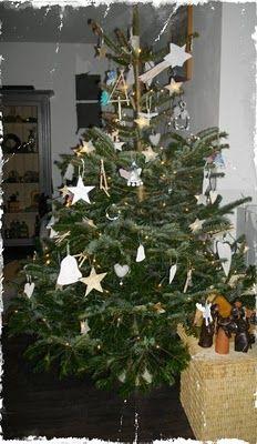 Een échte boom met natuurlijke versiering... mooi...