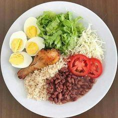 Dieta de 17 Dias Com Grupo Vip - Jonatan Garcia Souza - learn a new skill - eBooks or Documents Healthy Eating Recipes, Healthy Meal Prep, Real Food Recipes, Healthy Snacks, Health Dinner, Aesthetic Food, Food Inspiration, Clean Eating, Menu Dieta