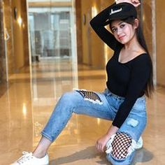 Jannat Zubair Rahmani is Indian One Of Cutest Actress and Tiktok Star Now. Jannat Zubair Rahmani Images Are So Cute And At Same Time Hot. Stylish Girls Photos, Stylish Girl Pic, Stylish Photo Pose, Stylish Kids, Girl Photo Poses, Girl Poses, Teen Celebrities, Indian Celebrities, Celebs