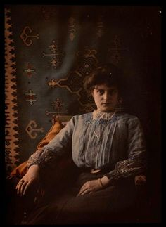 Women in Early Color Photography: 41 Stunning Pictures of Edwardian Beauties From Between the and ~ vintage everyday Belle Epoque, Art Nouveau, Edwardian Era, Edwardian Fashion, Victorian Ladies, Victorian Homes, Vintage Photographs, Vintage Photos, Antique Photos
