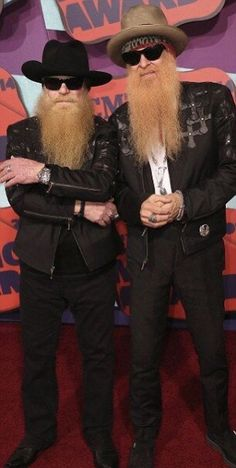 Dusty Hill and Billy Gibbons of ZZ Top also arrived in matching outfits. Dusty Hill and Billy Gibbons of ZZ Top also arrived in matching outfits. Bad Beards, Great Beards, Awesome Beards, Goatee Styles, Hair And Beard Styles, Rock N Roll Music, Rock And Roll, Billy Gibbons, Cmt Music Awards