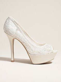 White lace heels - these would match my prom dress perfectly! White Lace Heels, White Wedding Shoes, Wedding Flats, Diva Fashion, Fashion Shoes, Fashion Accessories, Prom Heels, Peep Toe Pumps, Beautiful Shoes