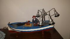 Marinero en bote de la luz. Fishman