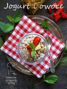 Kulinarne przygody Gatity: Jogurtowe śniadanie z truskawkami