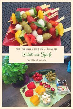 Salat am Spieß ist eine tolle Fingerfood Idee für einen gesunden Snack mit Gemüse. Wir lieben die Spieße zum Picknick, zum Grillen oder auch mal einfach so zum Abendessen. Salat - wie unsere Kinder ihn lieben: http://www.familienkost.de/rezept_salat_am_spiess.html