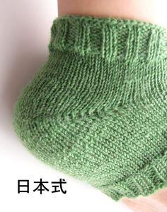 かかとの編み方3種類(W&T、日本式、ドイツ式)を編んで比較してみました。それぞれの特徴や難易度など。 – My Cup of Tea Knitting Socks, Knitted Hats, Knit Crochet, Crochet Patterns, Winter Hats, Costumes, Sewing, Crafts, Craft Ideas