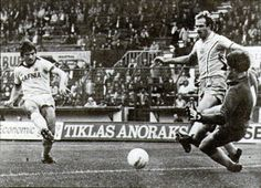 Bob Latchford scoring against Coventrry City 1980-81 at Highfield Road