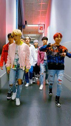 Любимая эра DNA 💜🤤Кто её любит так же как и я? bts jimin namjoon taehyung v rm jin jungkook suga yoongi jhope bangtanboys hothothot lighst fakelove boywithluv boywithlove hopeworld btsworld sun beautiful Bts Kim, Kim Namjoon, Kim Taehyung, Seokjin, K Pop, Bts Rap Monster, Foto Bts, Jung Hoseok, Oppa Gangnam Style