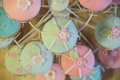 yummy muffin: Kokosové cupcakes s krémem z bílé čokolády Cupcakes, Desserts, Food, Tailgate Desserts, Cupcake Cakes, Deserts, Essen, Postres, Meals