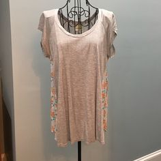 Anthropologie Fun Top! Light Gray Cap Sleeves with coral, white & green silky back & side pattern. Very Soft & Comfortable. Great Condition. Size Medium. Anthropologie Tops
