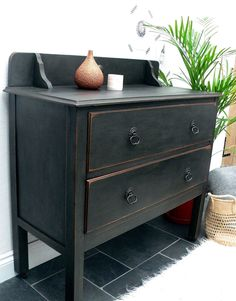 Image of VINTAGE CHEST OF DRAWERS ON CASTORS