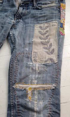 jeans upcycling with old fabric and embroidery