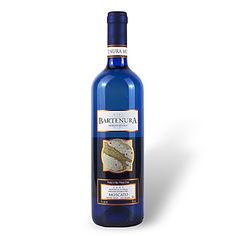 Bartenora Moscato  Crisp and refreshing, semi sweet, with lingering pear, tangerine, nectar and melon flavors on the finish. When only the real thing is good enough, it's time for a glass of Bartenura Moscato. Moscato is everywhere these days, but let nobody forget that it originated in Italy, which is where this classic wine is made. Tantalizing aromas of pear and nectarine tempt you to take a sip and experience the floral and melon flavors, supported by a light fizz and wisps of sweetness.
