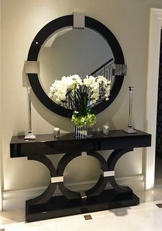 6 Luxury Entryway decoration ideas from interior design experts Insplosion. Read more here and turn your new foyer into a luxury entryway! Hallway Decorating, Entryway Decor, Interior Decorating, Hallway Table Decor, Home Entrance Decor, House Entrance, Home Decor Furniture, Diy Home Decor, Entry Tables