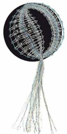 Image Bobbin Lacemaking, Lace Heart, Lace Jewelry, Lace Making, Lace Patterns, Christmas Themes, Hanging Chair, Lace Detail, Image