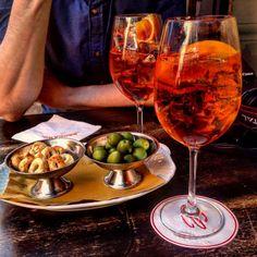 ŘÍM - La dolce vita, 100x aperol spritz, 100x prosecco, nejlepší jídlo (...a památky taky samozřejmě!) - Chile Chipotle Chipotle, Alcoholic Drinks, Trips, Food, Liquor Drinks, Viajes, Alcoholic Beverages, Traveling, Meals